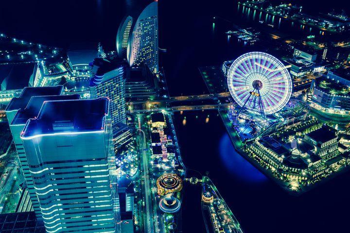 夜景を見ながら足湯が楽しめる!横浜の超穴場スポット「みなとみらい万葉倶楽部」とは | RETRIP[リトリップ]