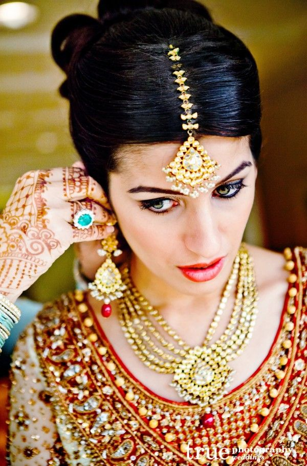 Indian bride getting ready! Must have in your #wedding  #photo collection!
