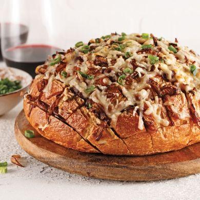 Miche de pain farcie aux oignons confits et gratinée au fromage Oka - Recettes - Cuisine et nutrition - Pratico Pratique