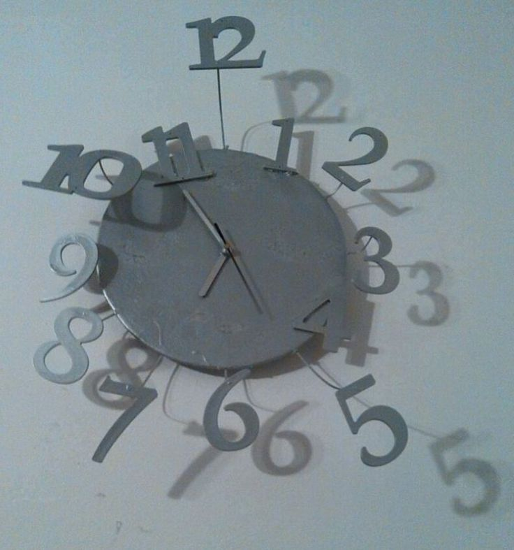 Recupero: essendo rimasta senza orologio in sala (vedi orologio in cartapesta), ne ho fatto un altro... grazie a Claudio, che mi ha portato il materiale invece di buttarlo.. :)