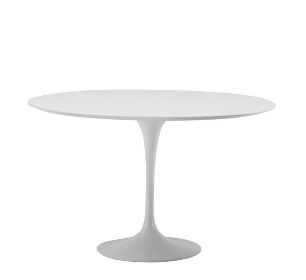 Saarinen è un tavolo del designer da cui prende il nome, Eero Saarinen per Knoll, piano tondo in laminato bianco e base in rilsan verniciato bianco. Saarinen fin dagli anni '50 dimostra di essere un tavolo senza tempo. Linee essenziali, quasi a ricordare forme organiche. Il tavolo Saarinen ha un design che si adatta a tutti gli spazi del vivere contemporaneo con stile ed eleganza. E proprio perché è divenuto un cult del design lo potrete accostare ai vostri arredi con disinvoltura. È nato…