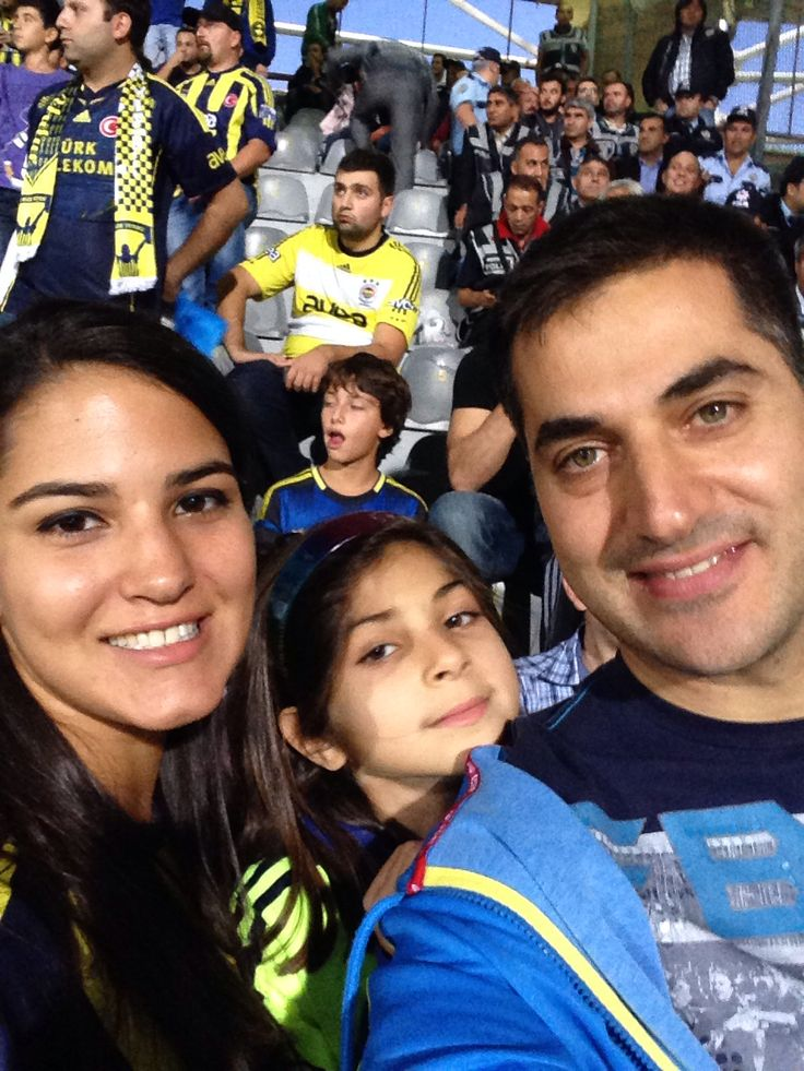 Fenerbahce fans - cousin daughter father
