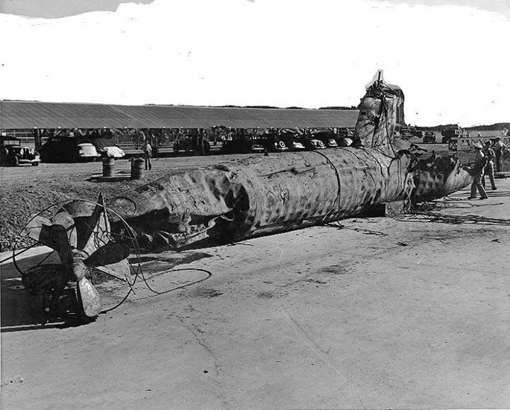 7 December 1941. A Japanese midget submarine after having been raised by the U.S. Navy at the Pearl Harbor Navy Yard in December 1941. This submarine had been sunk by USS Monaghan (DD-354) in Pearl Harbor.