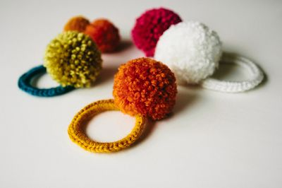 free crochet pattern pom pom hair ties ╭⊰✿Teresa Restegui http://www.pinterest.com/teretegui/✿⊱╮