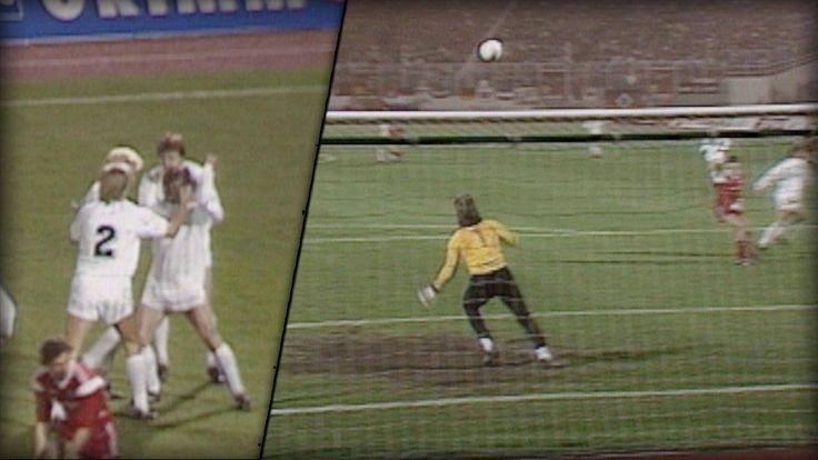 """März 1989, Derby zwischen St. Pauli und dem HSV. Lange Flanke von Egon Flad in den HSV-Strafraum. Stürmer Rüdiger """"Sonny"""" Wenzel (63) fliegt wie ein Kung-Fu-Kämpfer in den Ball. Mit der Hacke des rechten Fußes erwischt er im Flug die Kugel, die sich herrlich ins Tor senkt.  Bei Fussball BILD landet sein Treffer auf Platz 9 der 50 schönsten Bundesliga-Tore aller Zeiten:"""