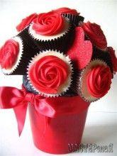 Сладкие букеты из кексов с розами