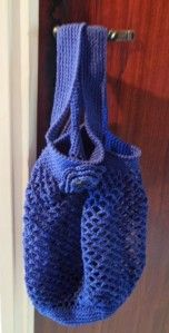 Vu que les filets à provision reviennent en force, je me suis décidé d'en faire donc en ce moment sur mon crochet monte un sac à provision.Je ferais plusieurs modèles au crochet mais aussi au tricot. Je le fais en coton avec un crochet de 3.5. J'ai monté...