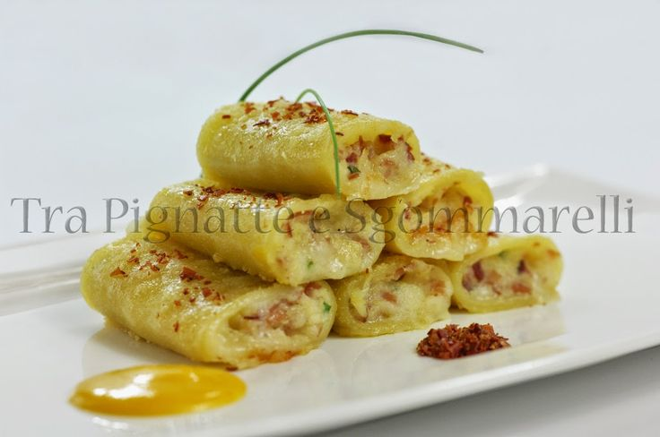 Paccheri ripieni di patate, speck e Asiago, con polvere di speck e finta maionese di zucca | Tra pignatte e sgommarelli