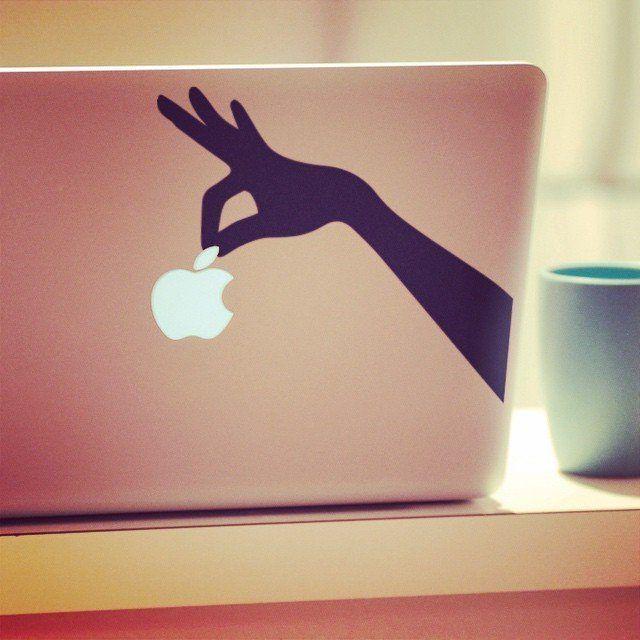 """Originální nálepka MacBook """"ruka"""""""