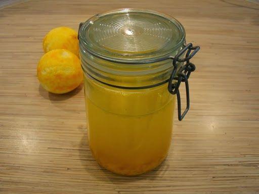 Na potrzeby kolejnego przepisu (a w przyszłości i innych) przygotowałam ekstrakt pomarańczowy. Można go przygotować również z innych owoców...