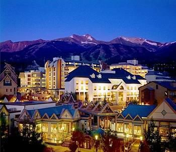 Downtown Breckenridge, CO just after Christmas is like being at Disney World
