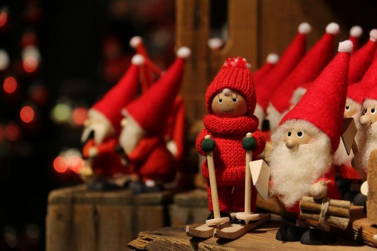 Se acerca la Navidad y Papá Noel ya tiene todos los regalos preparados 🎅🏻🎁   ¿Pero realmente sabes la historia de Papá Noel y por qué nos trae regalos? Pásate por nuestro blog y echa un vistazo a la nueva entrada 😍  Link en la bio 👀   📸: @moodygrams   #felizjueves #happythursday #feliznavidad #merrychristmas #navidad #christmas #papanoel #santaclaus #luces #light #nieve #snow #diciembre #december #blog #blogger #hunteet #hunteers #reto #foto #premio #pic #nicepic