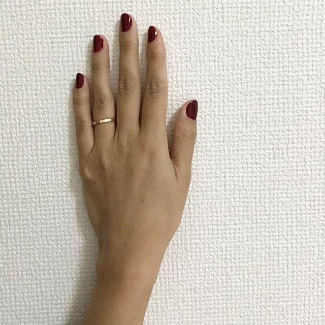 . ✲*゚ たまーにセルフネイル💅 短い爪に、血豆みたいな色を塗るのが色っぽくて好き🌹 . ✲*゚ #大阪 #大阪市 #卒業式 #入学式 #着付け #出張着付け #振袖 #留袖 #袴 #ヘアセット #ヘアアレンジ #フリーランス #フリーランスママ #美容師 #セルフネイル #血豆ネイル #ネイル