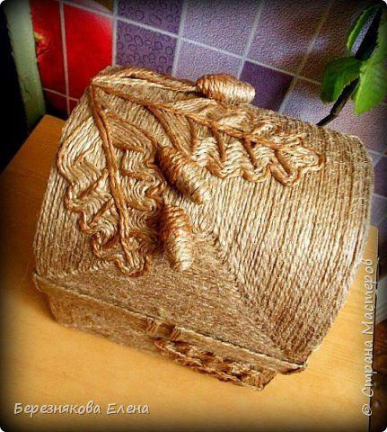 Шкатулка выполнена из джутовой нити.Сперва смастерила основу из…