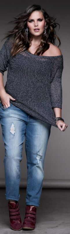 Ideias de look!! Simples e bonita. o jeans boyfriend e uma blusa com gola canoa, que fica um pouco mais soltinha ( isso não quer dizer que 3x seu tamanho!!)