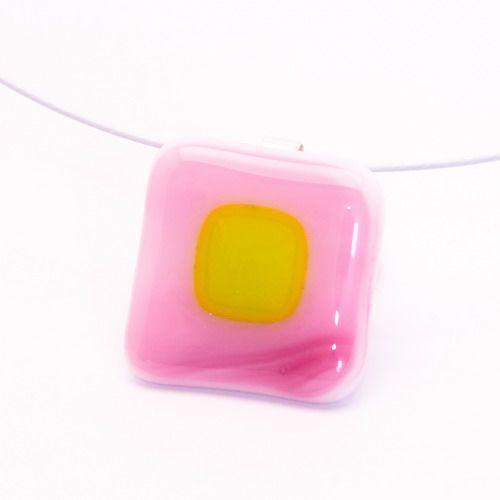 Rózsaszín-zöld medál