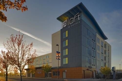 Aloft Portland Airport Hotel at Cascade Station Portland (Oregon) This Portland, Oregon hotel is minutes from Portland International Airport and the MAX Light Rail. The hotel offers a 24-hour indoor pool and modern guest rooms with 42-inch flat-screen TVs.