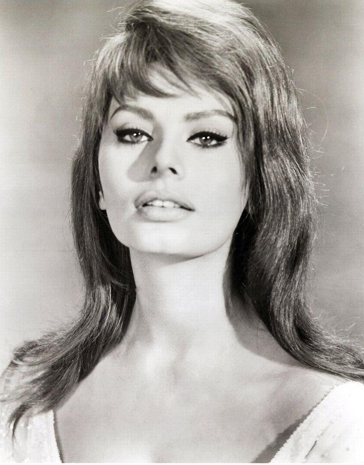 Sophia Loren, sin duda la actriz italiana más conocida y admirada en el mundo por sus gran belleza, seductora mirada y sus grandes interpretaciones.