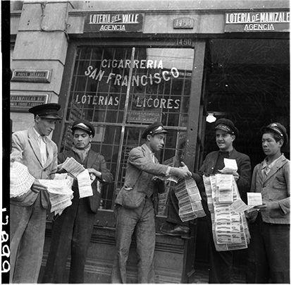 Los loteros de Bogotá / Daniel Rodríguez / 1943 / Colección Museo de Bogotá: MdB 17899 / Todos los derechos reservados