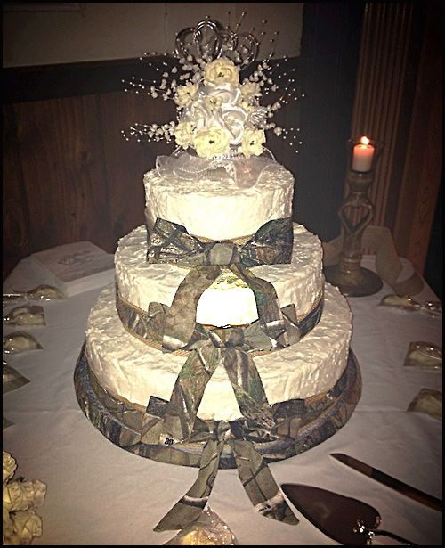 Classy Camo Wedding Ideas: #realtreecamo #wedding #cake - Simple Is Elegant.