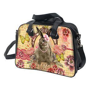 Pratique, ce grand sac de chez Orval Créations est zippé et peut être porté main ou épaule. Dimensions 41,5 x 30,5 x 15 cm. Bride réglable + anses 48 cm. Pochette zippée intérieure et deux compartiments.