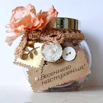 Стеклянная банка с конфетами. Декорирована различными элементами, возможна любая подпись. Отличный и нетривиальный презент для  любой женщины (если она, конечно, не на диете)))