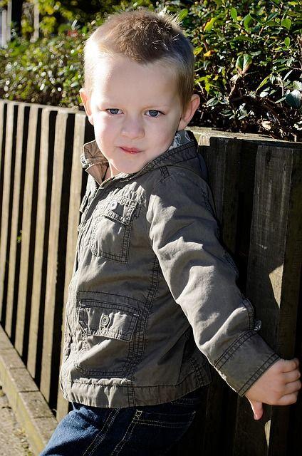 Kinder provozieren, wenn ihre Selbstkontrolle aufgebraucht ist. Warum wir positiv auf diese Strategie reagieren sollten.