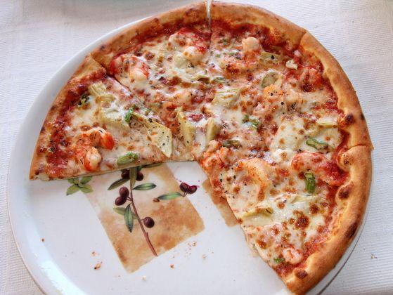 Pizza cu fructe de mare și anghinare