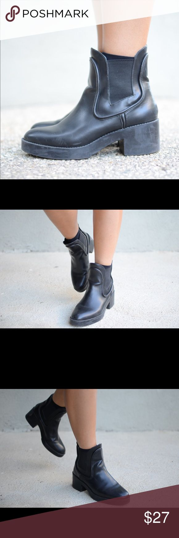 """Zara Chelsea Boots in Black I think I've been on LA for too long: I ordered a $5.75 latte and I thought """"wow that is really cheap"""". Cute and almost new Zara Trafaluc Black Chelsea Boots. Minor signs of wear. Just to get you ready for your fall and winter to come. Size 39 - I would say a 8. The heel is 1.25"""" without the plateau. With plateau is approx 2"""". #zara #chelsea #boots #booties #black Zara Shoes Ankle Boots & Booties"""