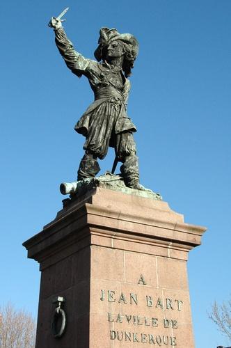 Bronze of JEAN BART - DUNKERQUE, FRANCE Les dunkerquois racontent que lorsque les allemands ont quasiment entièrement détruits la ville pendant la 2nde guerre mondiale, ils n'ont épargné que la statue du Jean Bart, corsaire de Louis XIV, ennemi des anglais et dont l'épée est tournée vers l'Angleterre.