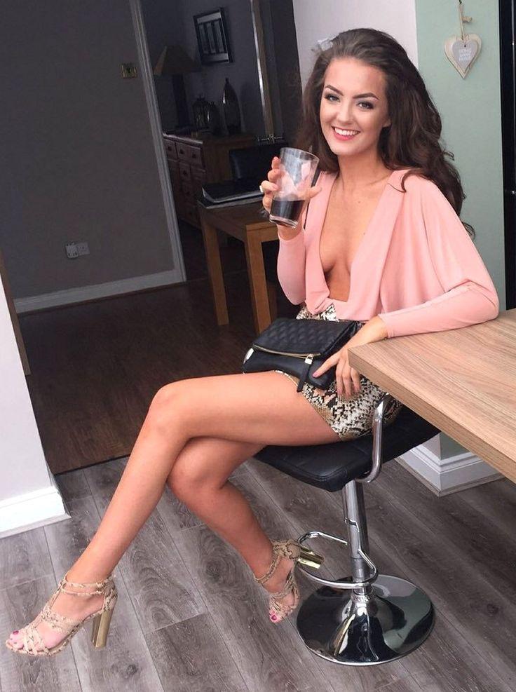 Great sexy crossed legs | Crossed legs in 2019 | Girls in ...