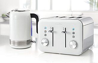 Let Breville take care of great looking, high performing kettles that boil water in an instant. Browse our range of jug kettles, traditional kettles and colour ranges.