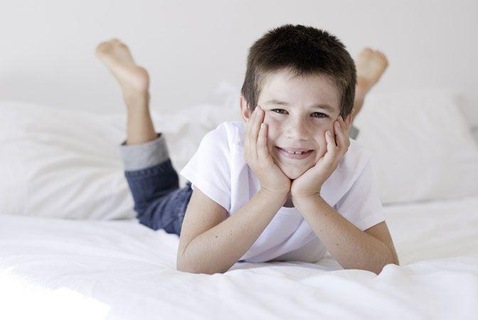 « Par l'hypnose… je vais arrêter de faire pipi au lit » a été brillamment conçu par les hypnologues Ginette Plante et Sylvie Moisan. Il vise à ce que l'enfant arrive à contrôler ses fuites nocturnes et se réveille toujours dans un lit sec. Il induit également un état de détente totale chez celui-ci. Ce MP3 d'autohypnose cible les facteurs psychologiques et d'apprentissage menant à la maturation de la vessie.