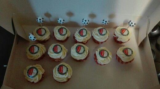 Voetbal cupcakes met bbc plaatje vab fiod printer en een kaars bal