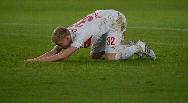 VFB Stuttgart vs Borussia Dortmund • Timo Baumgartl sprezentował gola Reusowi w Bundeslidze • Wejdź i zobacz błąd młodego piłkarza >>