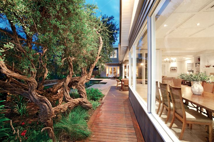 Dinning area, outdoor-indoor lifestyle,  Constructed by Classic Projects