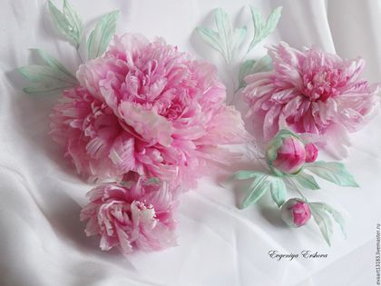 Купить или заказать Пионы Шелк 'Luxury Pink' в интернет-магазине на Ярмарке Мастеров. Воздушные нежные пионы ручной работы из натурального шелка разных фактур. Каждый лепесток выкроен и окрашен вручную. Композиция представлена несколькими цветами разной степени раскрытости, размера. Авторская разработка сборки каждого цветка. Вы можете заказать один цветок или композицию в индивидуальном цветовом и стилистическом решении! Индивидуальная работа с каждым клиентом!
