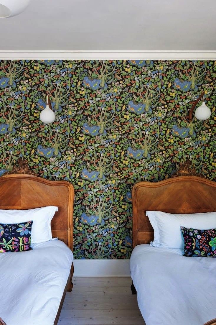 13 Favorites: Rooms with Flora and Fauna Wallpaper
