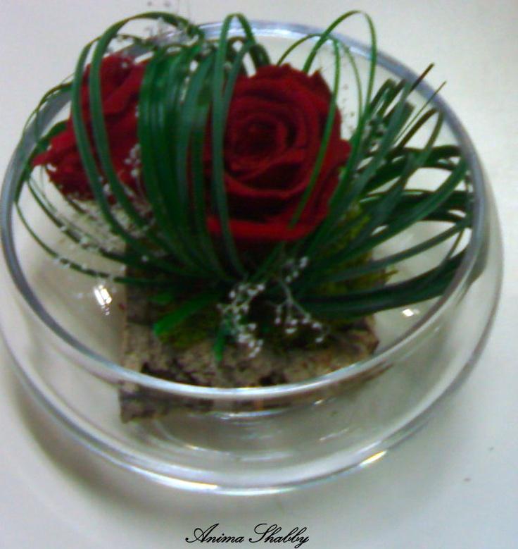 composizione con rose e steel grass stabilizzati