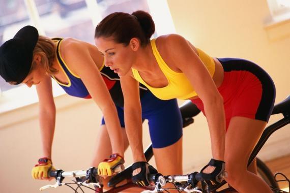 Gaste até 800kcal praticando Bike Indoor!