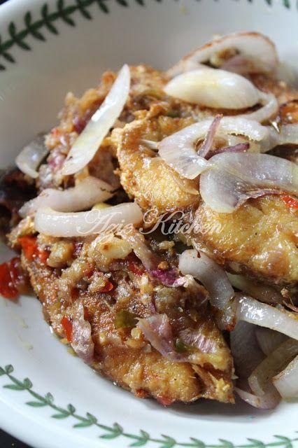 Azie Kitchen: Sedapnyer Ikan Merah Masak Bercili