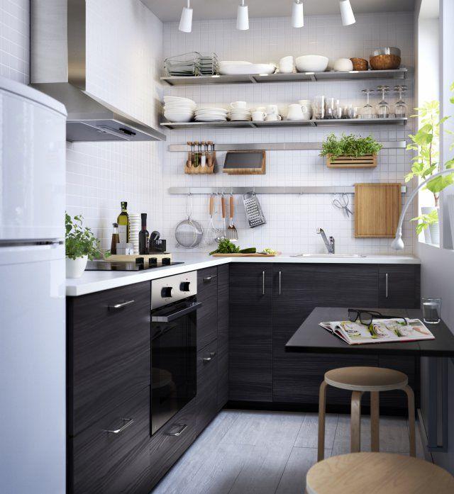 Un coin repas avec une table rabattable pour une petite cuisine - Marie Claire Maison