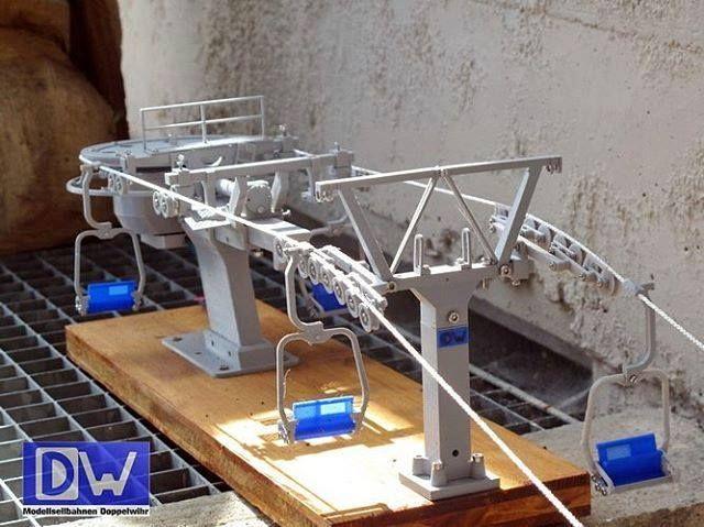 Welcome to the first class ;-) Bergstation 2er Sessel mit fahrbarem Antrieb und hydraulischer Abspann Nachbilung Ein Bild von Modellseilbahnen Doppelwihr (y) #doppelmayr #seilbahn #seilbahnblog #seilbahntechnik #modellbau #modell #3ddruck #3d #seggiovia #cablecar #chairlift #miniature #bergbahnen #silvrettamontafon #selfmade (y) Mehr #Doppelmayr Bilder unter http://ift.tt/2gKWFVL
