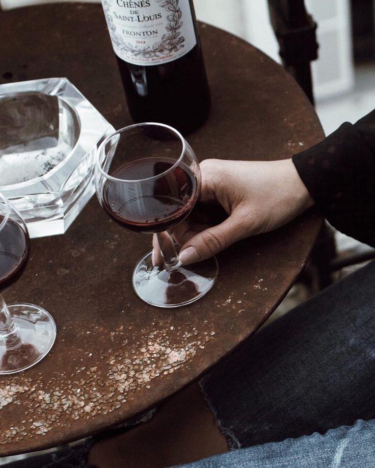 Современные правила этикета, знать которые должен каждый воспитанный человек. Как вести себя в ресторане, в офисе и во время разговора по телефону.