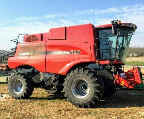 CASE IH 6140 Axial-Flow Combine
