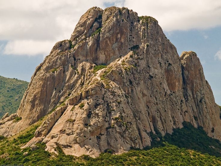Este monolito enclavado en la Sierra Gorda queretana es considerado el tercer más grande del mundo, después del Peñón de Gibraltar en España y el Pan de Azúcar de Brasil. ¡MÉXICO DESTINO DE AVENTURA!