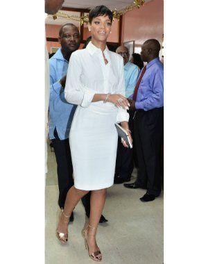 rihanna lors d'une visite dans un hôpital de la barbade le 27 décembre 2012.