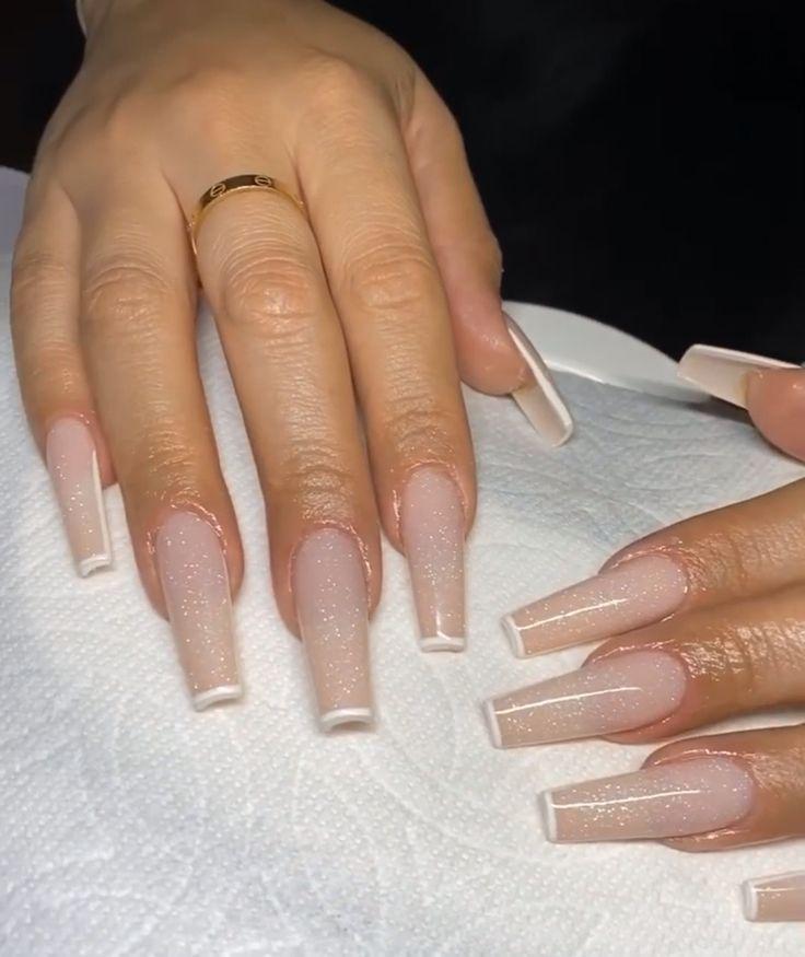 Modern French Tips Modern French Moderne Franzosische Tipps Conseils Francais Modernes Consejos In 2020 French Tip Acrylic Nails French Tip Nails Glitter Nails