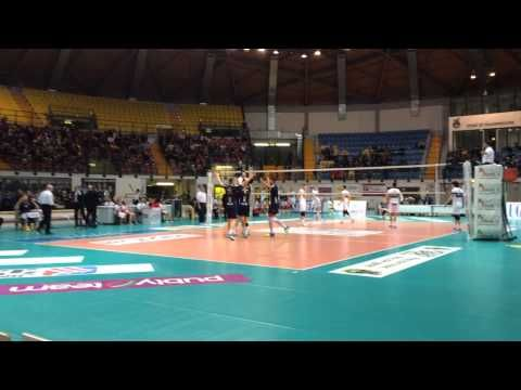 Volley Video: Taramelli libero del Monza segna un punto | Basket e Volley in rete