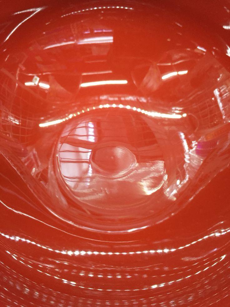 [P]漆で塗られたお椀の中を撮りました。素材がよくわかりピカピカです。